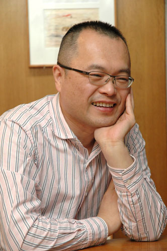 写真:山村浩二監督=2010年12月撮影
