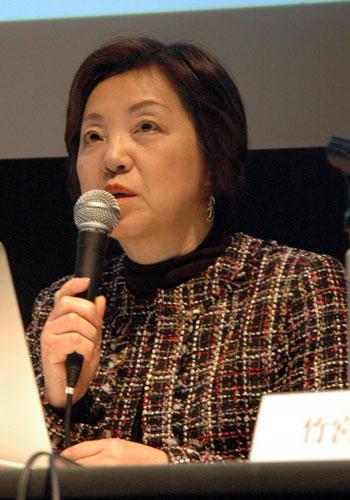 写真:第1部で講演した竹宮恵子さんは自身の経歴をたどる形で少女マンガ史を概説