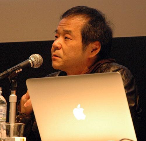 写真:東京芸大で講演する押井守監督