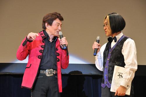 写真:イベント「宇宙戦艦ヤマト2199」発進式でトークをするささきいさおさん(左)と宮川彬良さん=2月18日、東京・有楽町