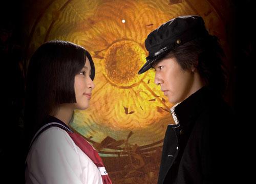 写真:映画「愛と誠」の早乙女愛(左、武井咲)と太賀誠(妻夫木聡) (c)2012「愛と誠」製作委員会