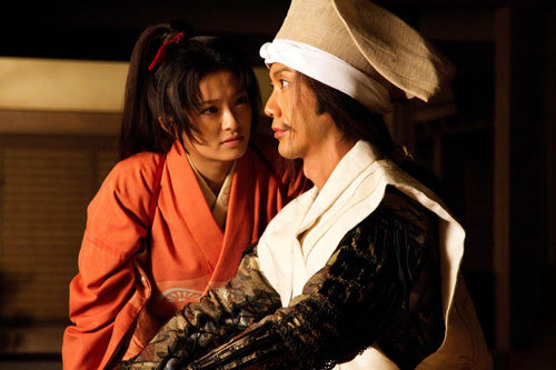 写真:甲斐姫(榮倉奈々)と長親。映画は11月2日から公開です