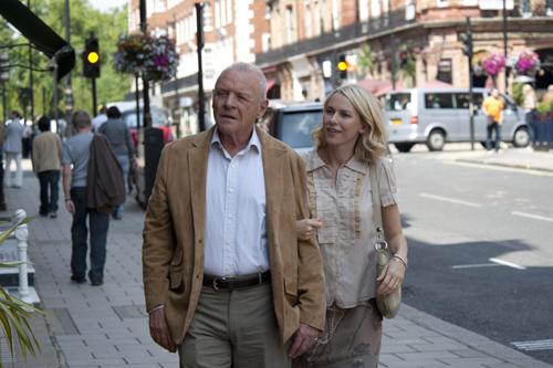 写真:「恋のロンドン狂騒曲」から、アルフィ(アンソニー・ホプキンス)と娘のサリー(ナオミ・ワッツ) (C)2010 Mediapro,Versatil Cinema & Gravier Production,Inc.