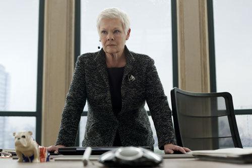 写真:上司「M」(ジュディ・デンチ)。本作のヒロインです