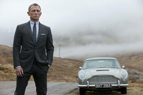 写真:「007 スカイフォール」のボンド(ダニエル・クレイグ)と愛車アストン・マーチン (C)2012 Danjaq,LLC,United Artists Corporation,Columbia Pictures Industries,Inc.All rights reserved.