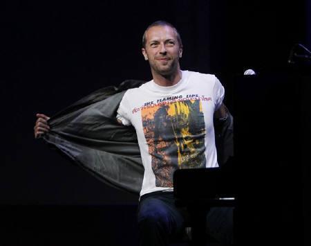 : 4月5日、コールドプレイなど英EMIに所属する人気ポップスターが、東北大震災の被災者支援のチャリティーオークションを開催する。写真はコールドプレイのクリス・マーティン。昨年9月撮影(2011年 ロイター/Robert Galbraith)