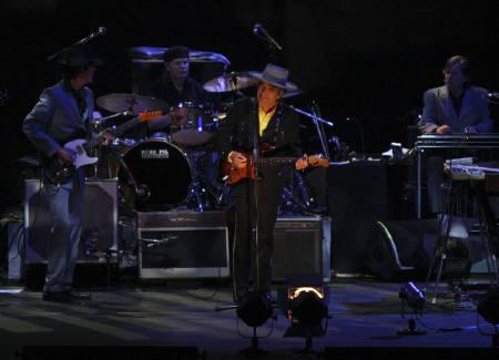 : 4月6日、米ベテラン歌手ボブ・ディランが、北京工人体育館で中国初のコンサートを行った(2011年 ロイター/China Daily)