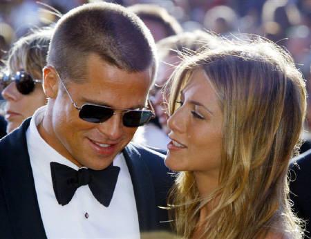 : 9月15日、米俳優ブラッド・ピット(左)が、米誌とのインタビューで、前妻ジェニファー・アニストン(右)との結婚生活を退屈だったと語った。写真は2004年9月撮影(2011年 ロイター/Kimberly White)
