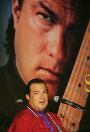 : 10月14日、米アクション俳優のスティーブン・セガールさんが、テキサス州ハズペス郡の保安官代理に就任することが明らかに。写真は2005年10月撮影(2011年 ロイター/Chaiwat Subprasom)