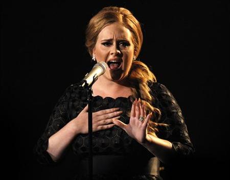 : 12月8日、英歌手アデルは、米アップルの音楽配信サイト「iTunes...  12月8日、英