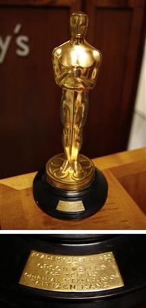 : 12月21日、米俳優オーソン・ウェルズが1942年に映画「市民ケーン」でアカデミー賞脚本賞を受賞した際のオスカー像が、20日に行われたオークションに出品され、86万1542ドル(約6700万円)で落札された。ニューヨークで2007年10月撮影(2011年 ロイター/Shannon Stapleton)
