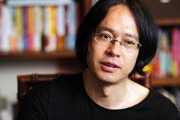 写真:「音楽は小説と違って演奏しているときだけ存在するし、またそこが面白い」と話す町田康=石動弘喜氏撮影