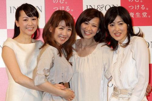 写真:資生堂の新CM発表会に勢揃いした河合その子、伊藤つかさ、薬丸秀美、荻野目洋子(左から)