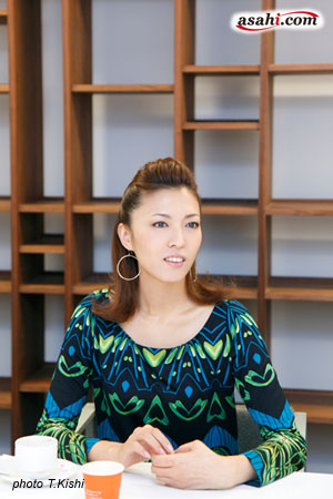 写真:「ワンダフルタウン」に出演の安蘭けい=撮影・岸隆子