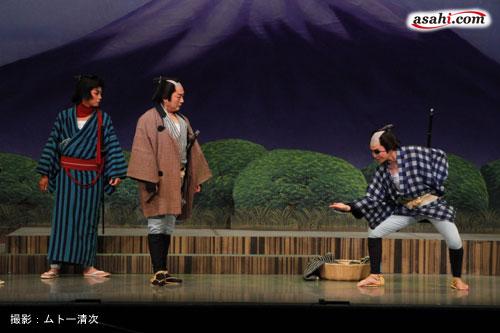 写真:舞台「次郎長三国志」より=撮影:ムトー清次