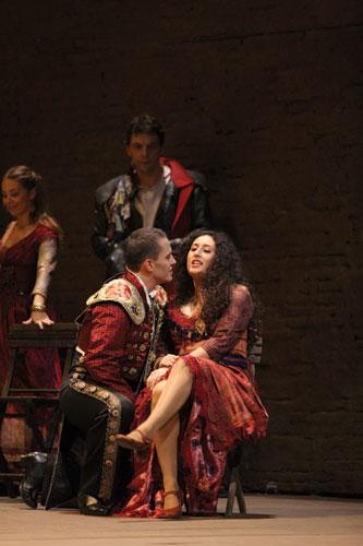 "写真:""Carmen""Teatro alla Scala,2009 / Photo by Marco Brescia"