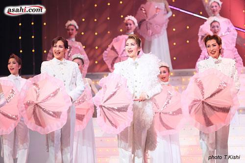 写真:OSK日本歌劇団「春のおどり」より=撮影・岸隆子