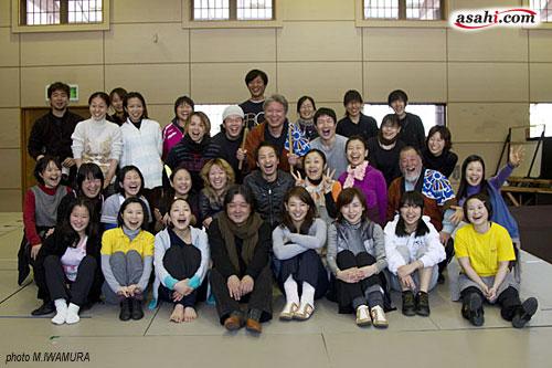 写真:「おもひでぽろぽろ」稽古場より=秋田県仙北市内にて4月1日、撮影・岩村美佳