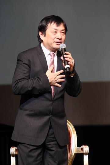 写真:「MITSUKO」について語る小池修一郎=撮影・岸隆子