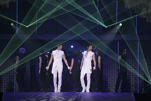 """写真:""""FIGHTING JAPAN""""チャリティイベントより「東方神起」=(C)SBS Contents Hub"""