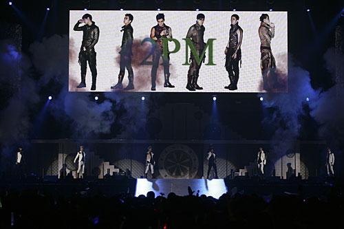 """写真:""""FIGHTING JAPAN""""チャリティイベントより「2PM」=(C)SBS Contents Hub"""