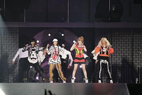 """写真:""""FIGHTING JAPAN""""チャリティイベントより「2NE1」=(C)SBS Contents Hub"""