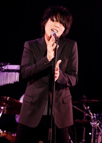 写真:施 鐘泰(JONTE)Live 2011ビルボードライブ大阪公演にて撮影