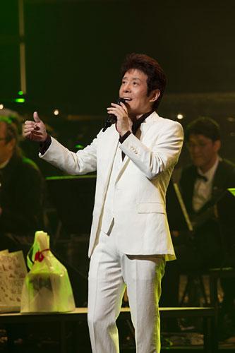 写真:舟木一夫特別公演より=(C)新歌舞伎座