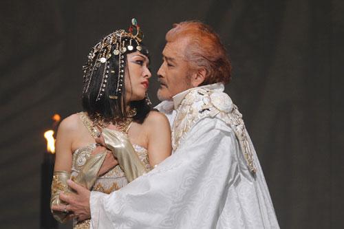 写真:「アントニーとクレオパトラ」より=撮影:清田征剛
