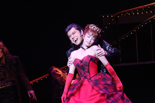 写真:「ダンス オブ ヴァンパイア」公演より
