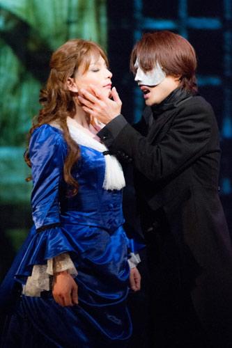 写真:スタジオライフ「PHANTOM  語られざりし物語 The Kiss of Christine」公演より=撮影・桜井隆幸