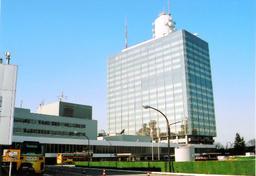 写真:建て替えへ動き出したNHKの放送センター=東京都渋谷区