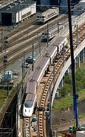 脱線からの復旧作業が進む九州新幹線=19日午後2時5分、熊本市西区、朝日新聞社ヘリから、上田幸一撮影