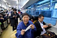JR九州の運休していた鹿児島線の荒尾―熊本駅間の運転が18日午後に再開した=18日午後6時11分、熊本駅、福岡亜純撮影