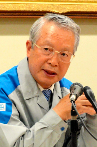 写真:記者会見する真部利応・九州電力社長=24日、福岡市中央区の九電本店
