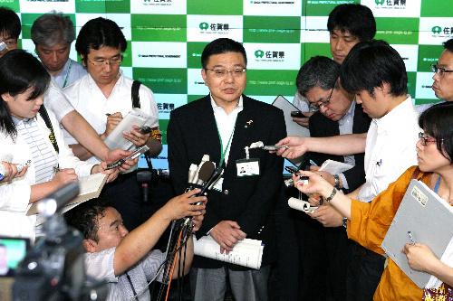 写真:会見する佐賀県の古川康知事=29日午後2時33分、佐賀市、恒成利幸撮影