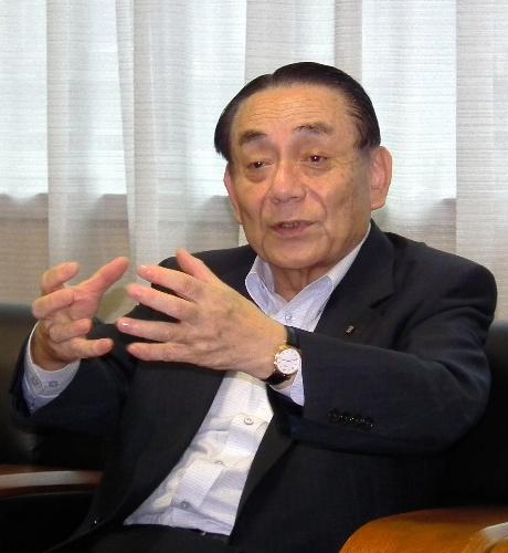 写真:インタビューに応じる松尾新吾・九州経済連合会長(九州電力会長)=30日、福岡市中央区