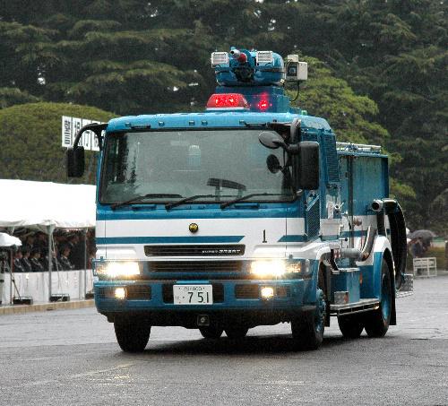 写真:警視庁第1機動隊の高圧放水車