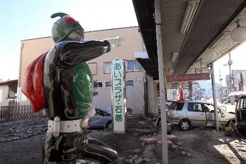 写真:「仮面ライダー」の商店街も被害を受けた=19日、宮城県石巻市、矢木隆晴撮影
