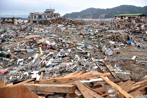 写真:地震と大津波に襲われた吉里吉里地区の海岸部=岩手県大槌町、河村写す
