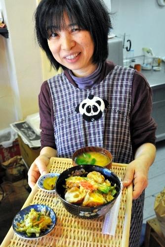 写真:宮城県の特産を使った油麩丼=前橋市本町1丁目のカフェ和坂