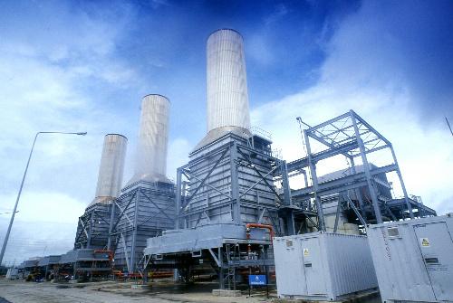 写真:ガスタービン発電施設。発電機3基のうち2基が分解され、日本に移送される=タイ発電公社提供