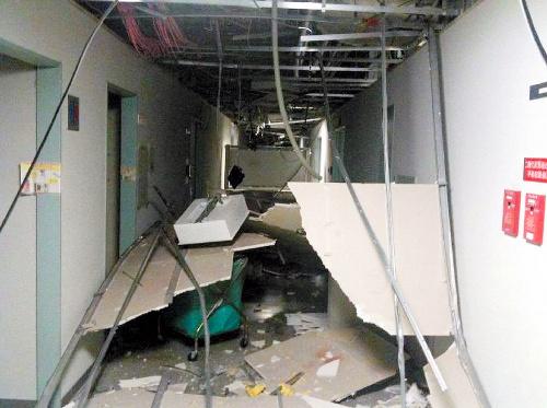 写真:宇宙航空研究開発機構(JAXA)の筑波宇宙センターでは、国際宇宙ステーション運用棟の天井が崩落した=JAXA提供