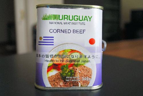写真:ウルグアイ政府が日本に送ったコンビーフ缶=在ウルグアイ日本大使館提供