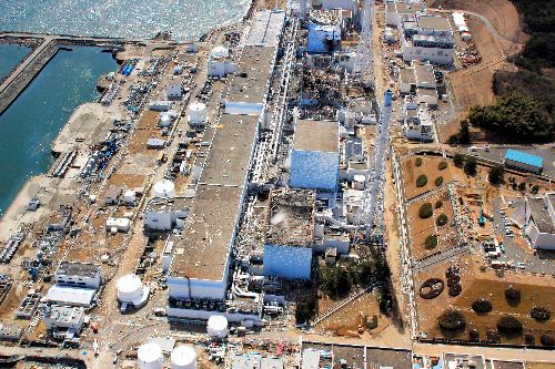 写真:上空から見た福島第一原発=3月24日、エア・フォート・サービス提供