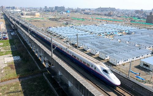 写真:仙台駅を出発し、建設中 ...