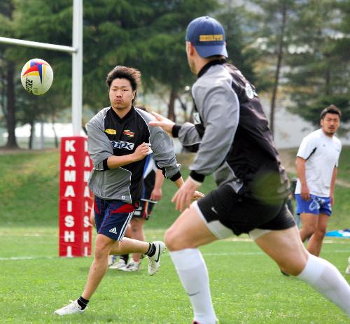 写真:練習を再開した釜石シーウェイブスの選手たち=3日午後、釜石市甲子町