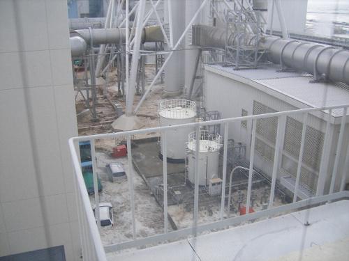 写真:【写真4】福島第一原子力発電所の廃棄物処理建屋4階から。津波が到達し始めるのがわかる=3月11日午後3時42分ごろ、東京電力提供