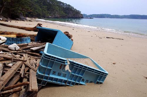 写真:国の天然記念物に指定される十八鳴浜(くぐな... される十八鳴浜(くぐなりはま)。漁具など