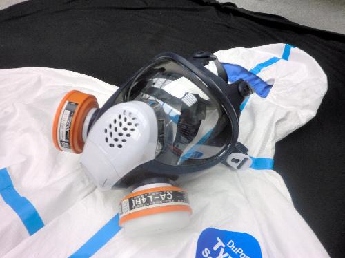 写真:福島第一原発の作業員が装着するマスク